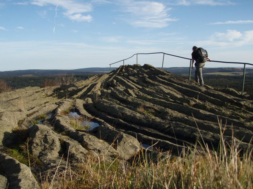 Kundin mit dem Solar-Ladegerät Watt 03 im Erzgebirge